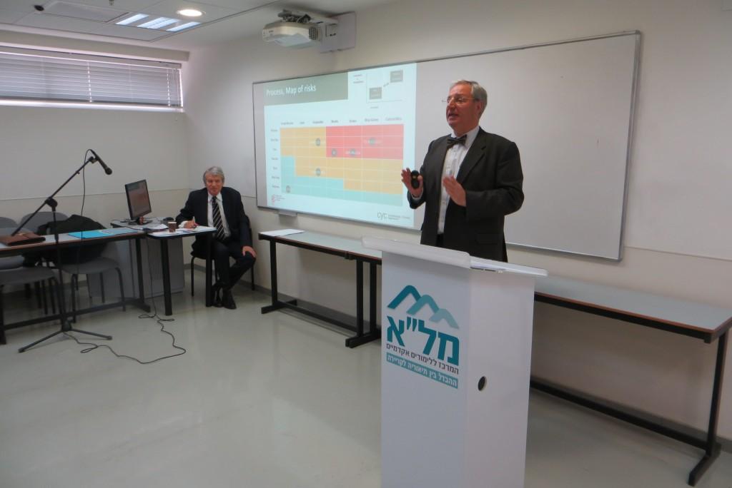 Francisco Aznar en el Centro de Estudios Académicos Or-Yehuda. Tel Aviv, Israel