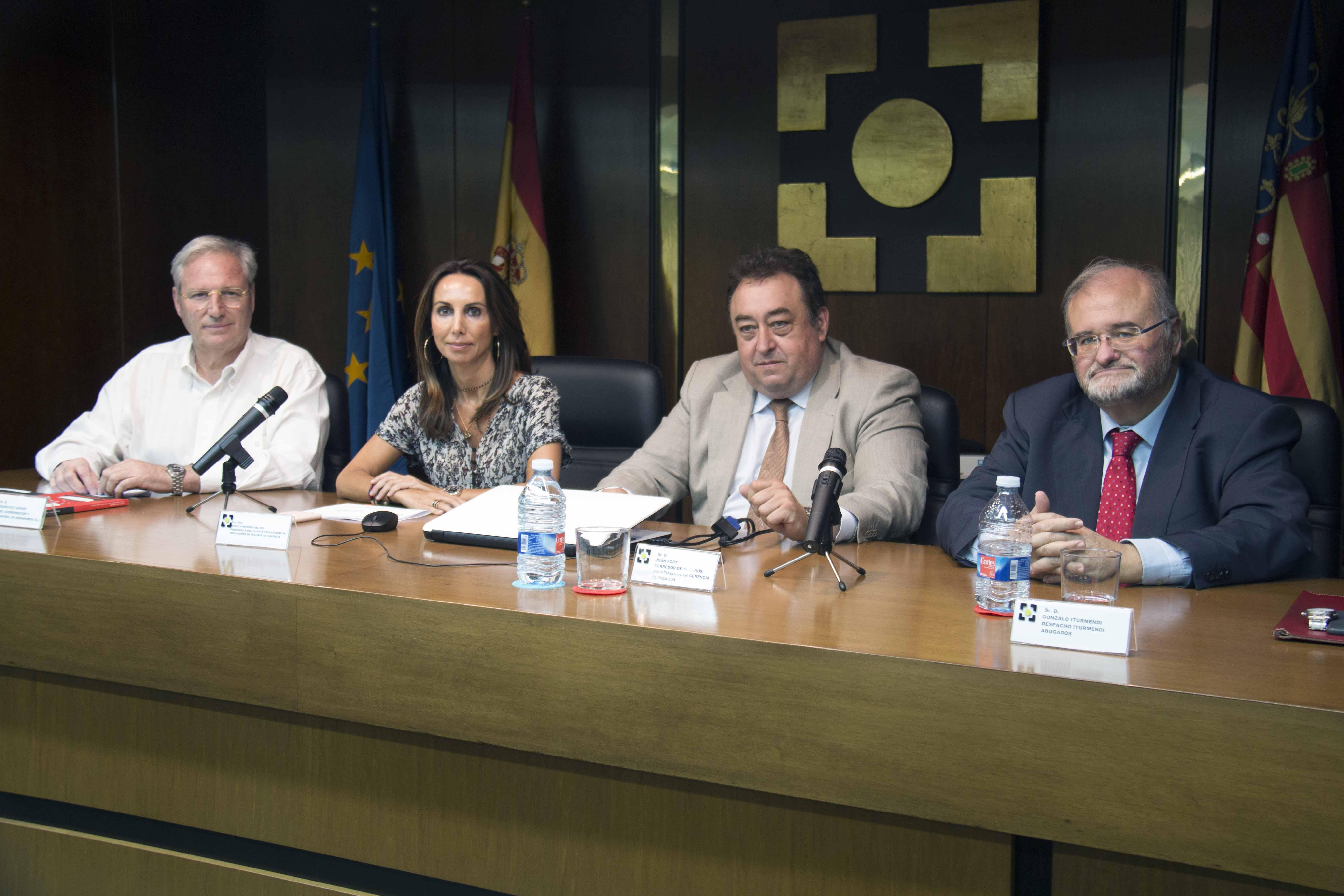 De izquierda a derecha: Francisco Aznar (CyC-Ingenieros), Mónica Herrera (Colegio mediadores de Valencia), Juan Fort (Protector RM) y Gonzalo Iturmendi (Agers),